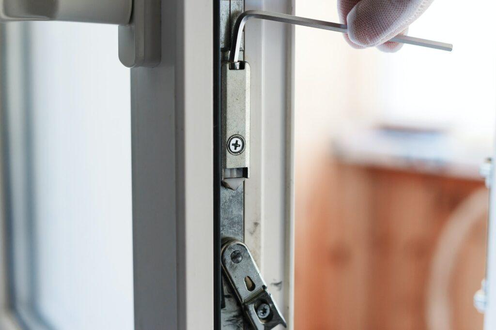 Dør vil ikke låse eller kan nøglen ikke dreje rundt? Låsesmed Amager bedste tips og bud på hvad der årsager problematikken med låsen og døren